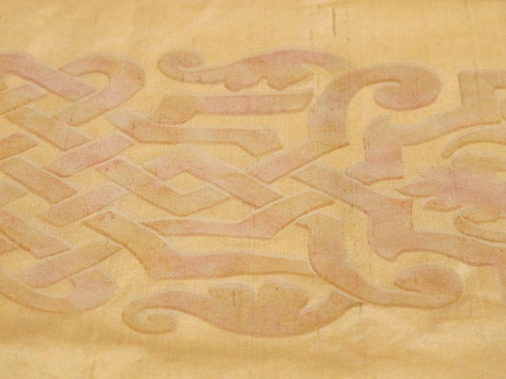 Stampa a mano su seta di motivo ornamentale dell'alto medioevo romano