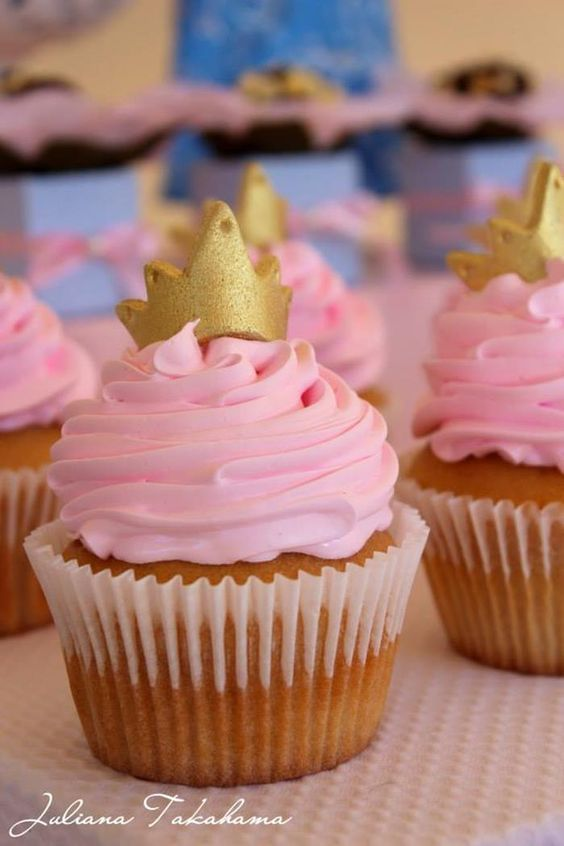 These cupcakes would be perfect for a pink princess birthday party!