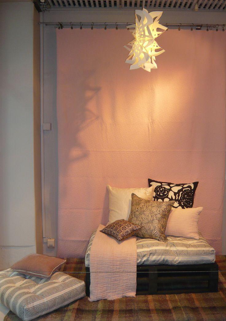 rose poudr plaid et coussin en lin gaufr. Black Bedroom Furniture Sets. Home Design Ideas