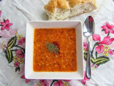 Ezogelin çorbası (Turkse soep met linzen en bulgur)