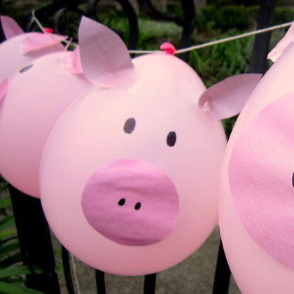 Pig Balloon Garland. Buzz light year birthday cake. Toy Story Party theme. Boys theme birthday party