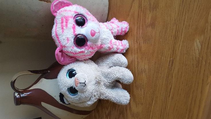 Found on 07 Aug. 2016 @ Eurotunnel Calais . Found these little teds yesterday in the Eurotunnel Calais terminal. I think they belonged to an English brother and sister who were playing close to them a few minutes earlier. They are very loved... Visit: https://whiteboomerang.com/lostteddy/msg/y3eznu (Posted by Victoria on 08 Aug. 2016)