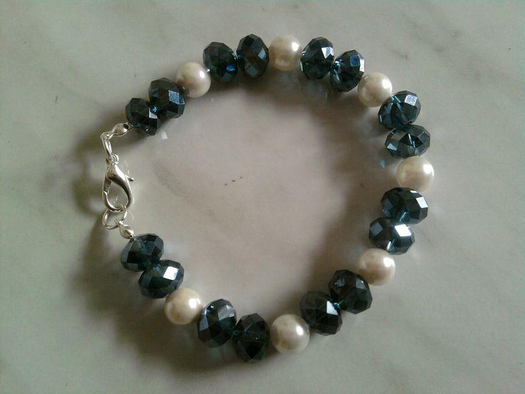 Bracciale con perle e cristalli blu