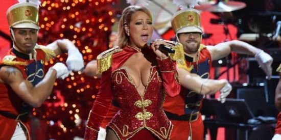 "Mariah Carey apresenta ""All I Want For Christmas Is You"" em especial de TV #Cantora, #M, #Musical, #Noticias, #Show, #Tv, #VH1, #Vídeo http://popzone.tv/2016/12/mariah-carey-apresenta-all-i-want-for-christmas-is-you-em-especial-de-tv.html"