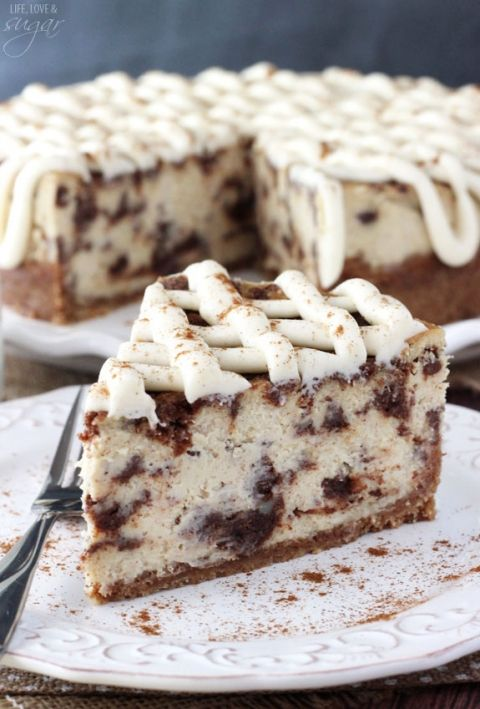Cinnamon Roll Cheesecake - thick and creamy cheesecake with delicious cinnamon roll filling throughout! So good!