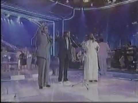 ▶ Oração Pela Família - Padre Zezinho, Roberto Carlos e Padre Antonio Maria - YouTube