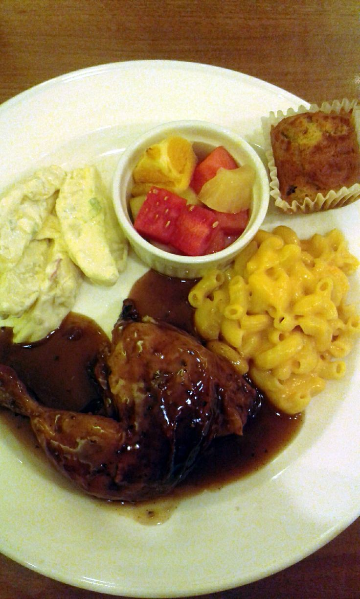 Quarter meal @ Kenny Roger's with Mac&cheese, potato salad, fresh fruits and banana muffin