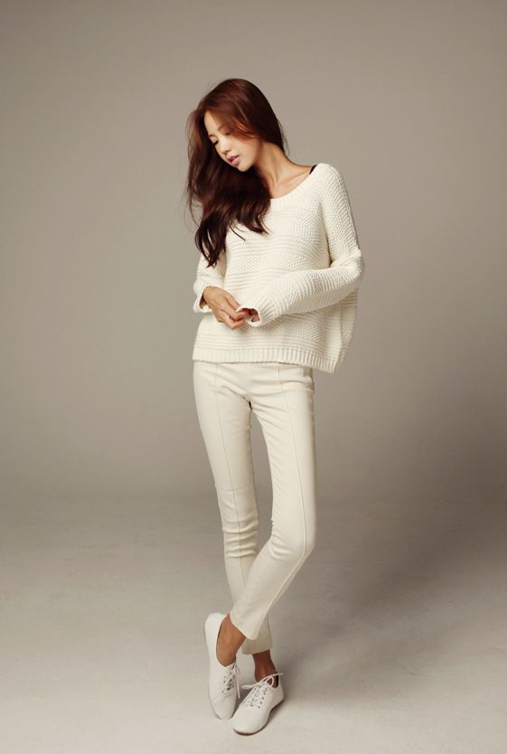 All white jeans, sneakers, and sweater. I have a huuuuge obsession with  wearing all white. Such an effortless, yet angelic look. Probably my favorite color scheme to wear, ever.