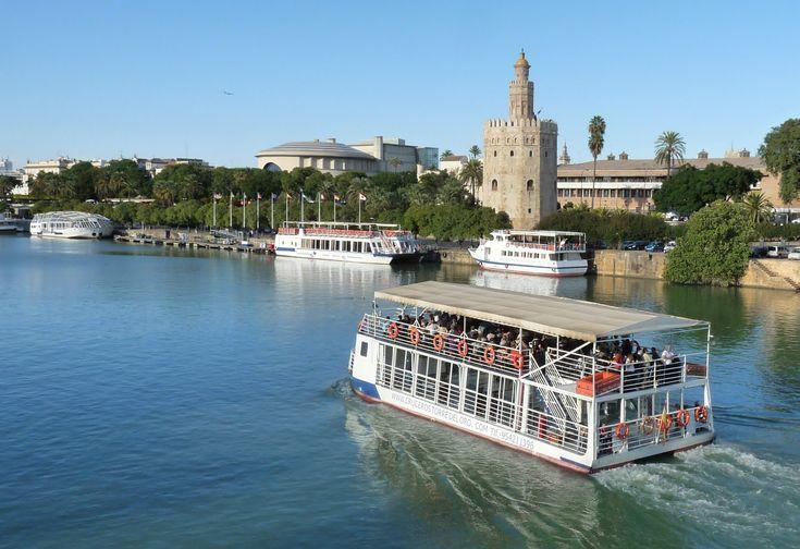 Pocas ciudades españolas pueden presumir de tener tanta historia, monumentos de interés y rincones con encanto como Sevilla, la ciudad andaluza cruzada por el rio Guadalquivir. La importancia de la...