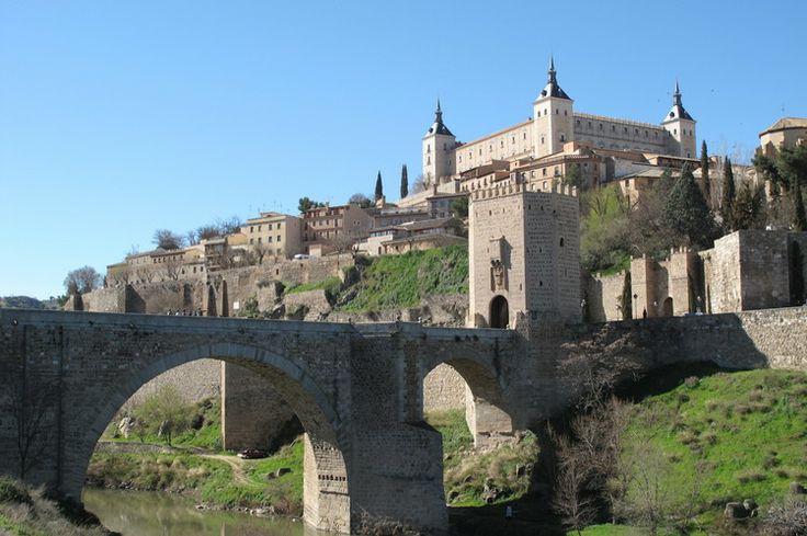L'Alcazar rectangulaire de Tolède : Les plus beaux châteaux d'Espagne - Linternaute.com Voyager
