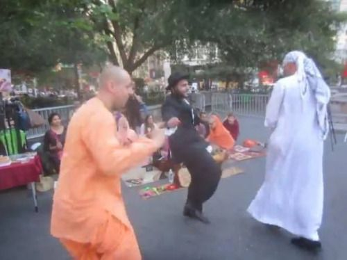 What does a Jew, a Muslim and a bunch of Hare Krishnas have in common? (4 min…