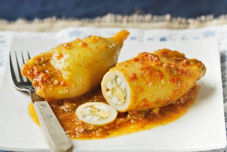 Aprende a preparar deliciosos Calamares Rellenos a la Menorquina y mil recetas más, en Mil Recetas, tu Recetario en Linea por Excelencia.