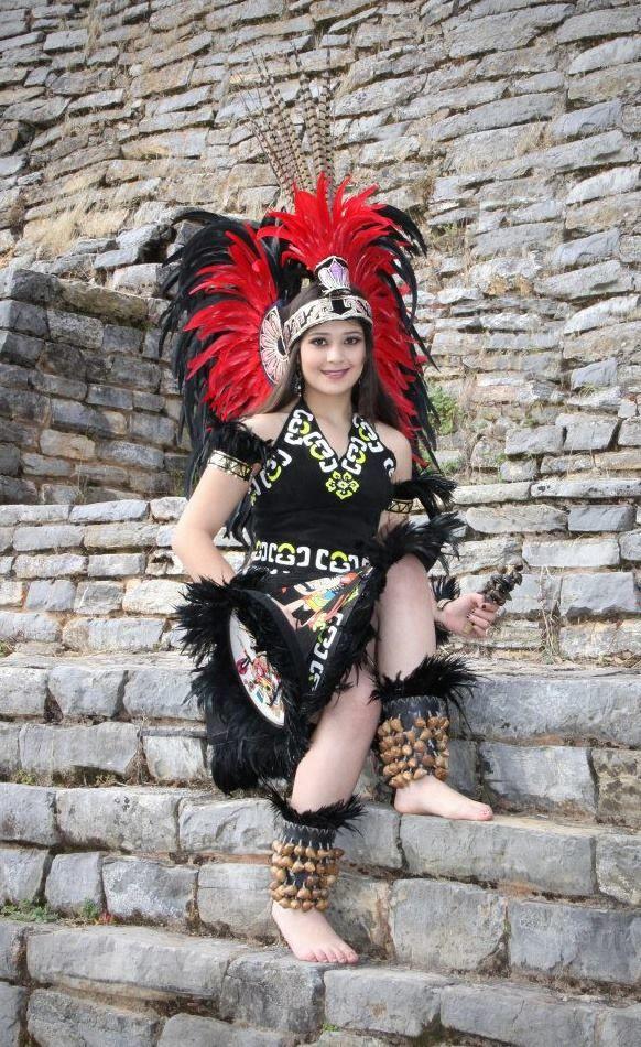 Hermosa Danzante Azteca. Aztec Costume. Amazing!!!!!