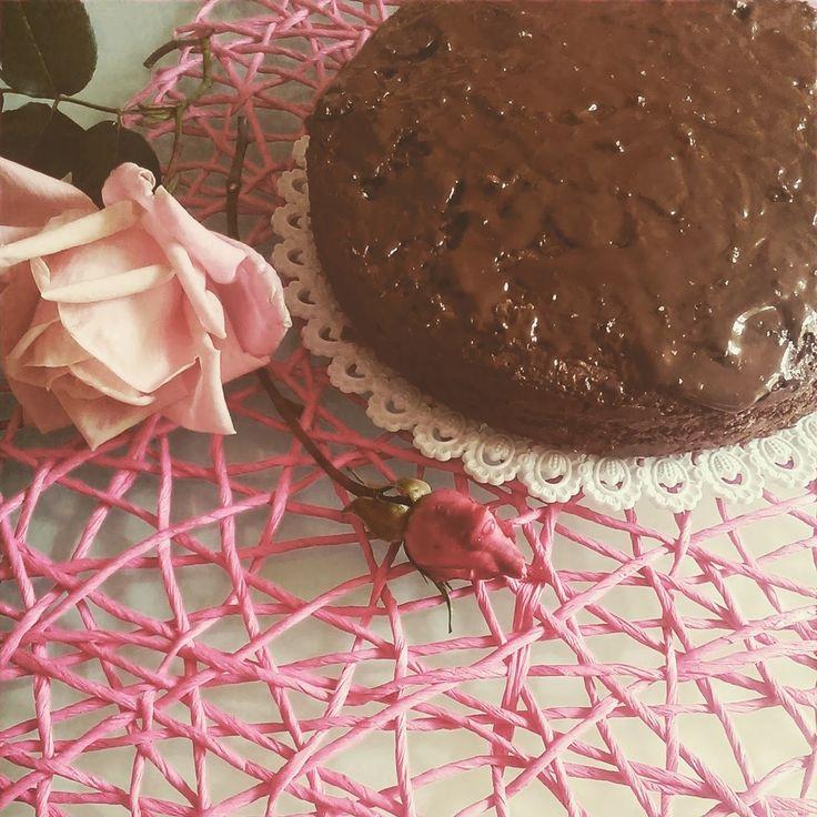 La Tana del Coniglio: Torta morbida cioccolato, semi di girasole con gla...