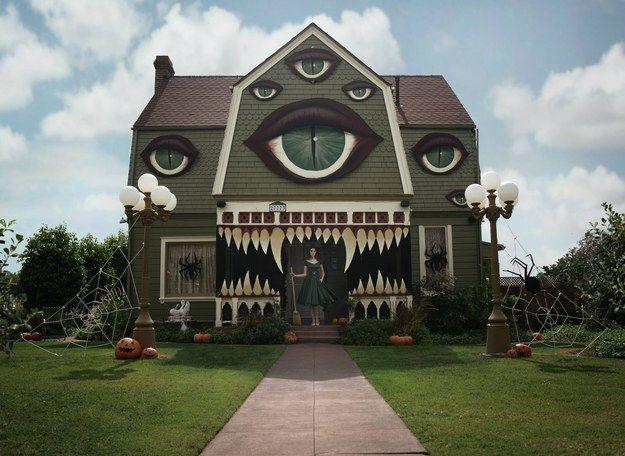Cette maison hantée semble sortie tout droit d'un film de Tim Burton