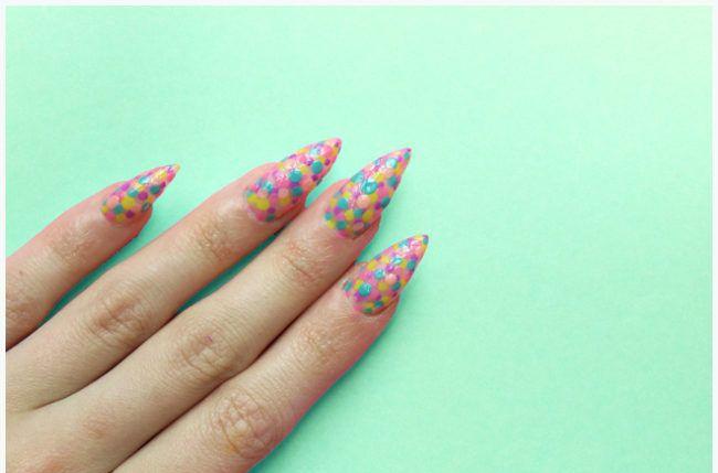 Adora unhas decoradas, mas acha que não tem habilidade suficiente para fazer sozinha? Te mostro duas unhas decoradas para iniciantes, bem fáceis de fazer! http://hashtagfun.com.br/beleza/unhas-decoradas-para-iniciantes/