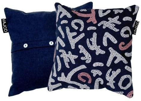 Pillow Coral small / designed by Eva Hanzalová / 12,- € / www.vajco.cz