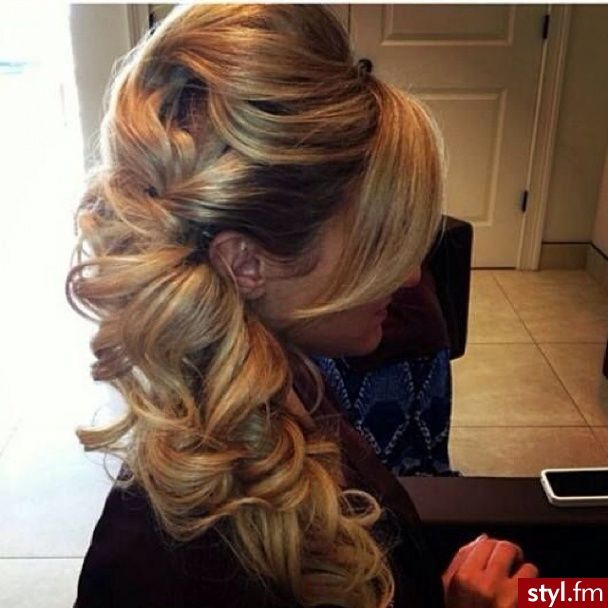 Fryzury wieczorowe włosy: Fryzury Długie Wieczorowe - Vv.O.sS - 2483514