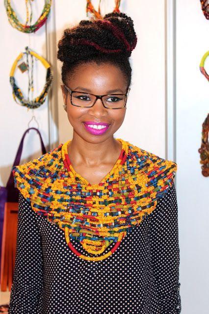 Scheena Donia porte une Parure-Plastron Mis Wude. Lisez son article sur sa rencontre avec la créatrice de la marque ici. Sinon, RDV à la boutique e… | collier …