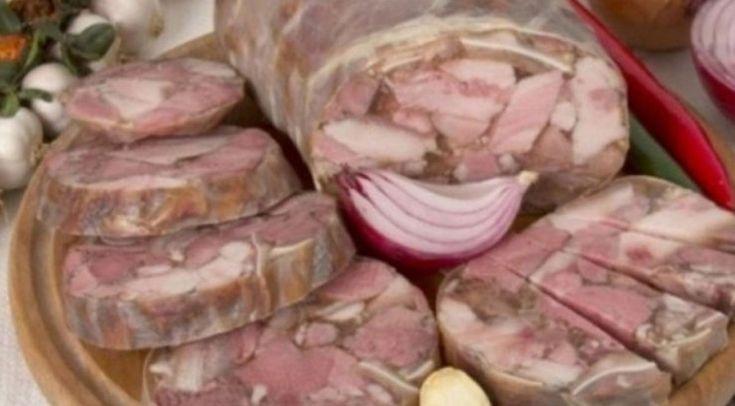 Nu mai face aceasta greseala cand prepari toba de casa. Iata reteta corecta Pentru toba de porc traditionala cureti stomacul de porc de membrana interioara. Cel mai usor se curata cu sare grunjoasa. Il speli, il