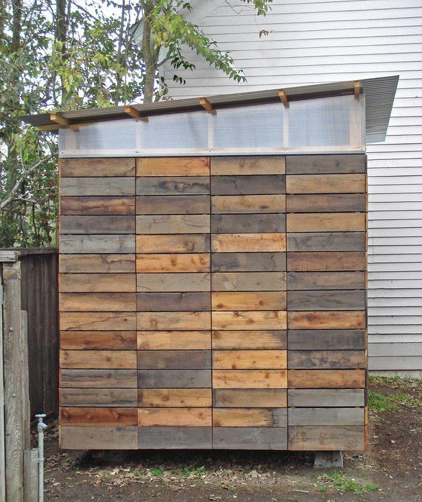 Berging schuur in hergebruikt pallet hout, sloophout