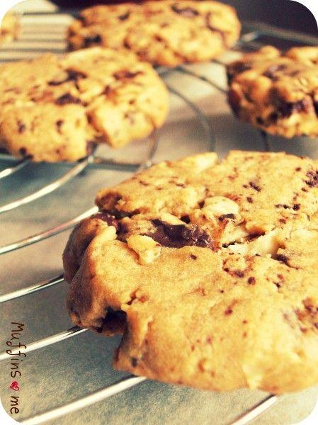 Je vais pas épiloguer sur le meilleur cookie du monde, les goûts et les couleurs ne se discutent pas ! Mais si vous cherchez l'aspect et l'authenticité du cookie américain , comprenez limite pas cuit à l'intérieur et bourré de saveurs, et bien vous avez...