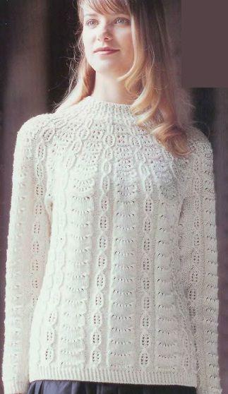 Белоснежный свитер связан спицами. Схема вязания свитера спицами