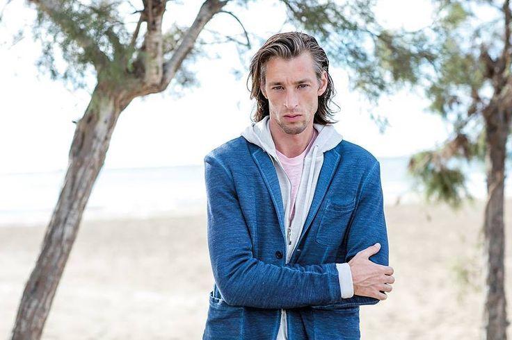 Beautiful man linen blue jacket.  #120lino #jacket #120percento #120percentolino #linen #man #manfashion #mancollection #lookoftheday #catalog #model #milan #summer #summervibes #blue #shadesofblue
