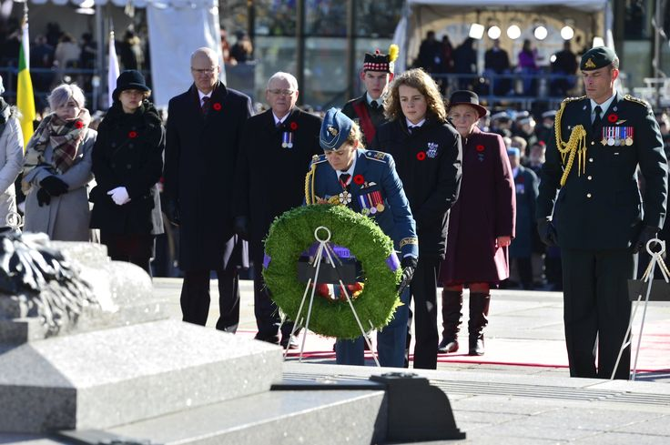 "GGJuliePayette on Twitter: ""A wreath was laid in the name of all Canadians to remember the sacrifices made by the men and women @CanadianForces. #LestWeForget… https://t.co/4s75SRoazm"""