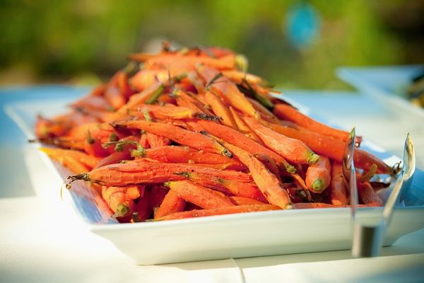 Sült sárgarépa fokhagymás fűszervajjal