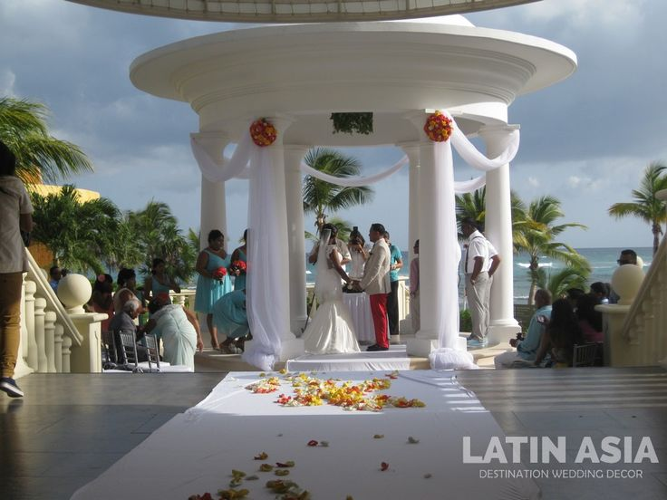 #colorful  #indiandestinationweddings #cancun and #rivieramaya by @weddingcancun