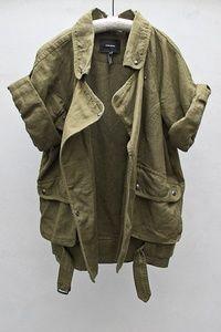 Color ambiguo, militar, generalmente nunca pasa de moda, aun así que cambie la temporada. Unisex. Mangas bolsas, holgura...
