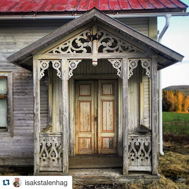 "Porch Abandoned house in Sweden"" #abandoned #abandonedhouse #snickarglädje #linoljefärg #oldhouse #trähus #woodhouse #snickarglädje #byggnadsvård"