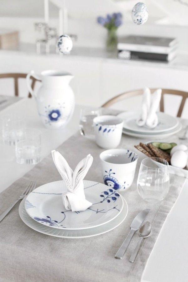 Tischdeko Ostern Schönes Geschirr Ostereier Aufhängen