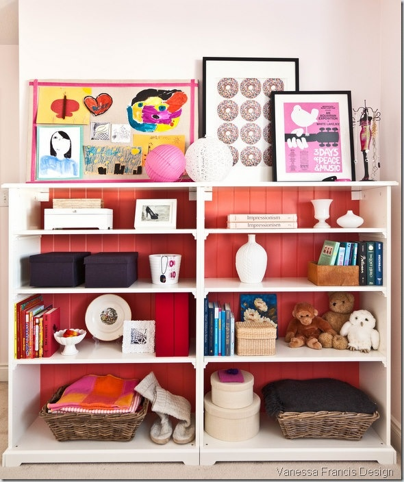 Be still my organized-yet-beautiful-and-girly-bookcase heart! (includes source info)