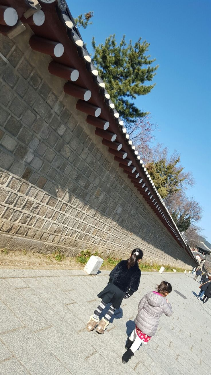 A Long Wall around Korean palace.