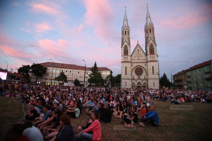 Mii de timisoreni au venit sa vada concertul Filarmonicii Banatul din Piata Balcescu