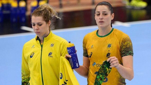 As jogadores da seleção feminina de handebol não esconderam a decepção por perderem o primeiro jogo em Mundiais após 14 partidas de invencibilidade, justamente em um duelo que valia a classificação...