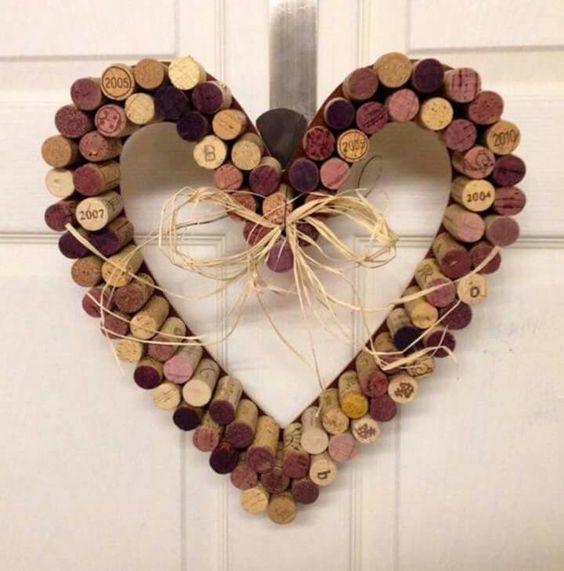 Aquí tienes las mejores manualidades con Corchos de Vino explicadas paso a paso, muchas ideas para reciclar corchos de botellas de vino fáciles.