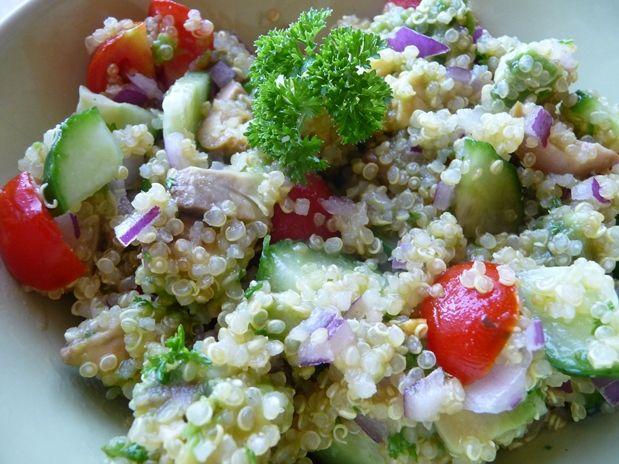 Quinoový letní salát s avokádem - Veganza.cz