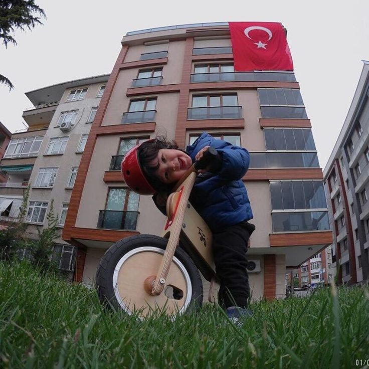 "29 Likes, 3 Comments - Serkan Caniberk (@serkancaniberk) on Instagram: ""Ali &sevimlilik&bizim bina hep layik isimli resim sergim. #taytay #tahta #denge #bisikleti…"""
