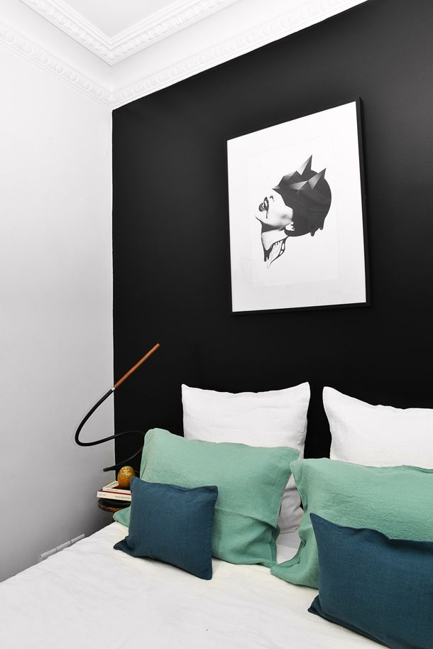 1_Ludivine_Moure_styling_Structures_lamp_Interior_Design_Paris_Peintures_Ressources_Black_wall_Mur noir