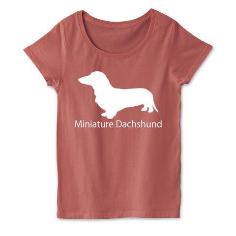 スタンダードダックスフンドシルエットTシャツ濃色 | デザインTシャツ通販★オリジナルブランドのfooldesignからシンプルで可愛いレディースTシャツのお届け★着心地の良い4.3ozに女性らしいショルダーラインのダルクベーシッックのTシャツはボディもよし、シンプルなダックスのシルエットも良いネット通販で迷ったらこの一枚です。犬好きな方、ミニチュアダックスフンドが好きな方、そして飾らないデザインガ好きな方はこれで決定です★  #ミニチュアダックスフンド