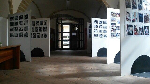 La mostra Emozioni di Sartiglia resterà esposta presso i locali dell'Hospitalis Sancti Antoni fino al 31 maggio