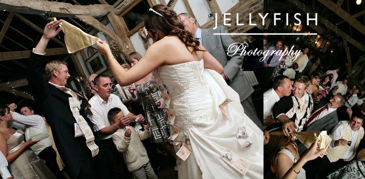JELLYFISH PHOTOGRAPHY WEDDING BUNKERS BARN STANBRIDGE