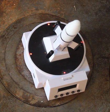 Der Wecker Raketen Alarm ist die perfekte Starthilfe in den Tag für Langschläfer und Raketenfans. Er startet zur Weckrufzeit einen Countdown, worauf die aufgesteckte Rakete abhebt und von einem lauten und nervigen Piepton, sowie blinkenden LED -Lichtern begleitet wird. ... Read More