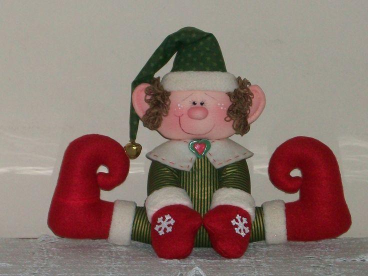 Duende rojo y verde(variante del duende taller de Santa). Proyecto diseñado y realizado en el TALLER DE LABORES GIRASOLES. Molde de 8 pzas. disponible (Pattern for sale)