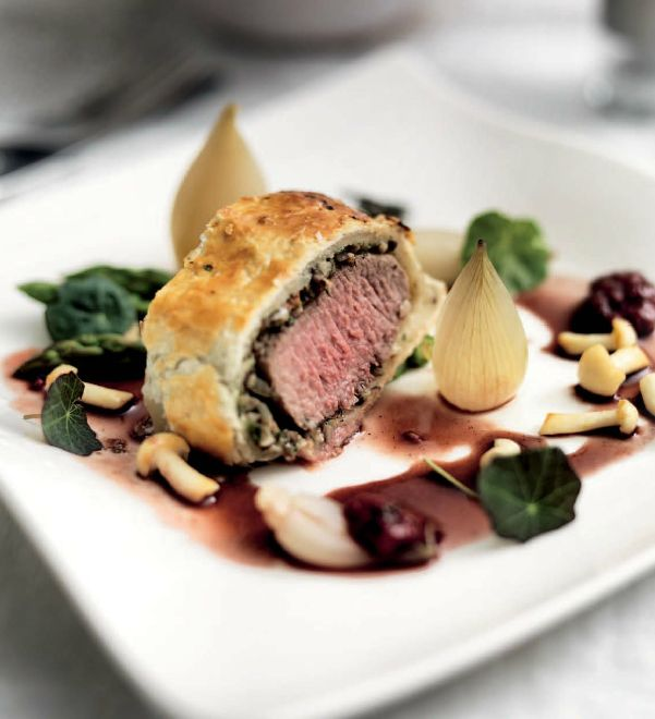 Miele Summer Recipe: Lamb in a Puff Pastry Wrap with Braised Shallots