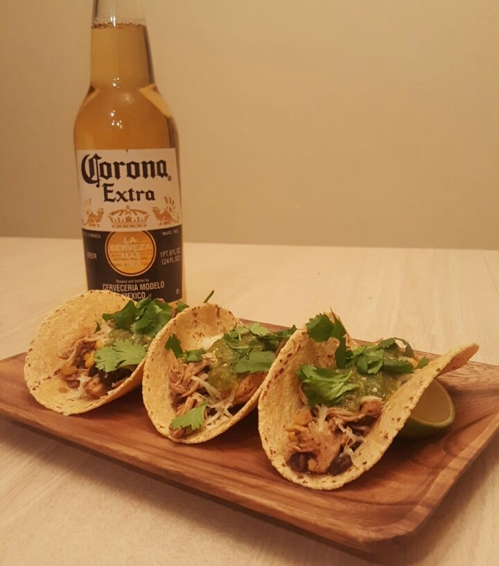 [OC] Delicious Homemade Chicken Tacos with Roasted Tomatillo and Jalapeño Salsa [960 x 720]