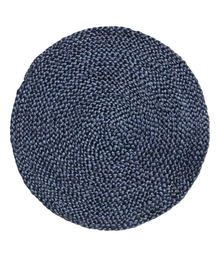 Check this out! Round placemat in braided jute. Diameter 14 1/4 in. - Visit hm.com to see more.